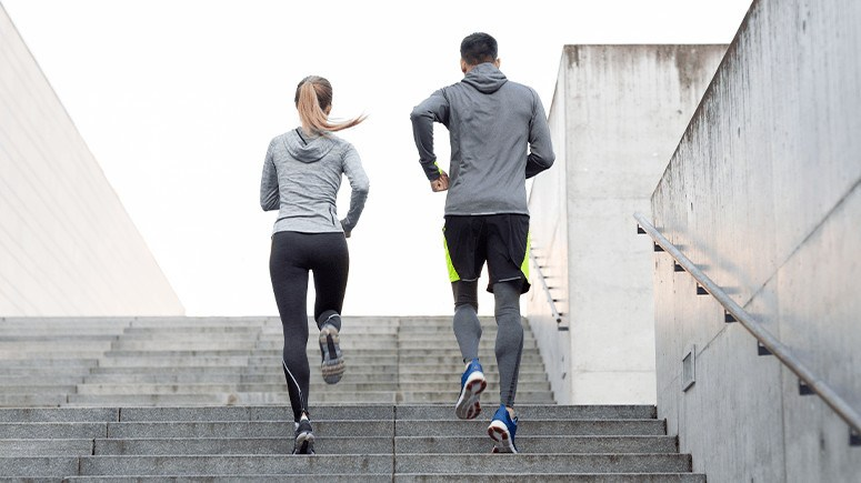 couple-climbing-stairs-3