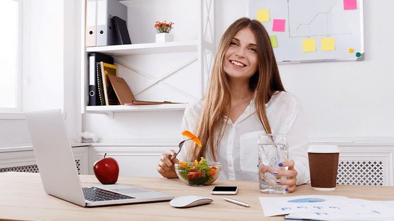 woman-healthy-office-lunch-1
