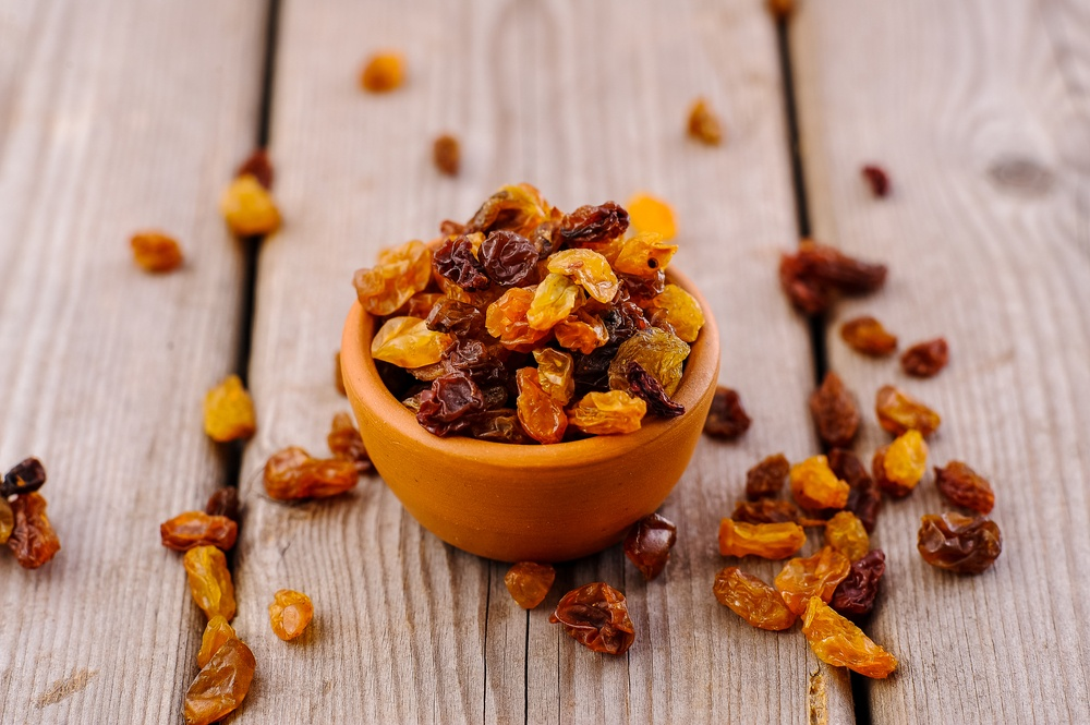 foods-that-pack-more-potassium-raisins