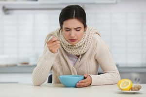 8 Best Foods to Eat When You Have a Cold (and Two to Avoid)