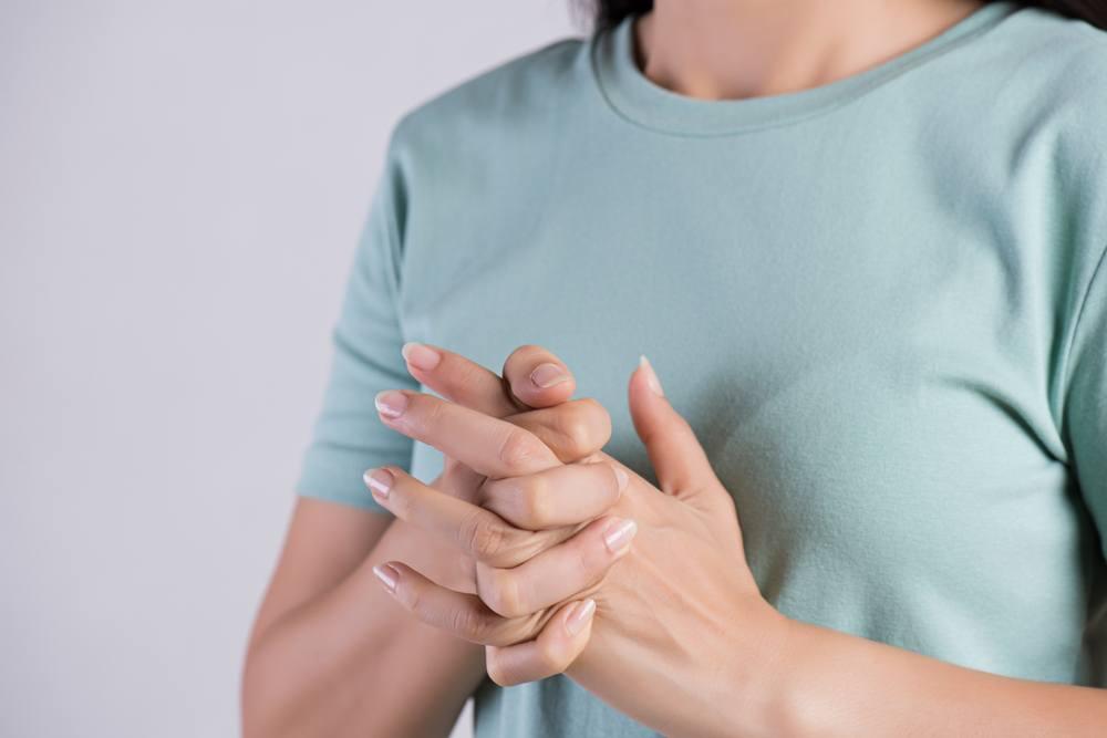 health_advice_cracking_knuckles