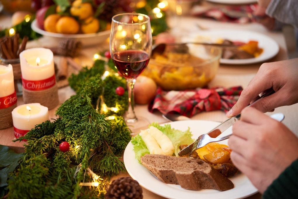Say Goodbye to Christmas Bloating with These 5 Natural Remedies 1