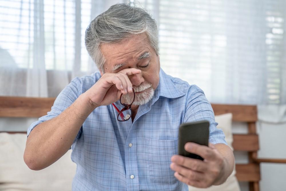 9 Strange Eye Symptoms You Should NEVER Ignore After 50 1
